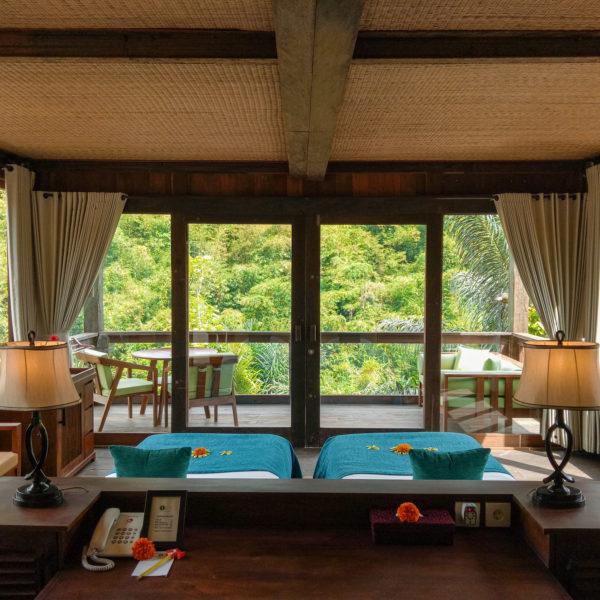 interior-superior-chalet-downstairs-1